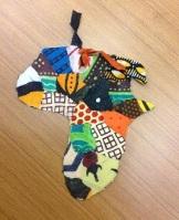 小物作り体験「アフリカ布を使ったしおり」